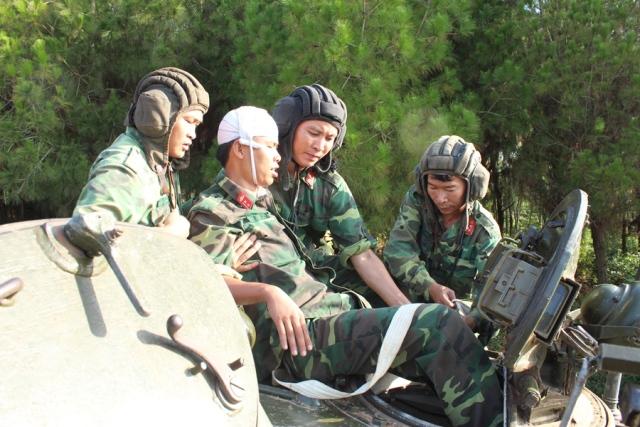 Lữ đoàn xe tăng 215 nâng cao chất lượng huấn luyện, sẵn sàng chiến đấu